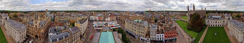 Panoramo de Cambridge City Centre, rigardita de la turo de tiu de Great St. Mary