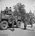 Pantserwagen 49th West Riding Infantry Division na de capitulatie bekeken doo, Bestanddeelnr 900-2840.jpg