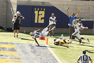 2014 UCLA Bruins football team - Image: Paul Perkins falls into end zone
