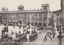 Piacenza, tram in Piazza Cavalli.JPG