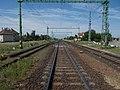 Pillantás az állomásra a kezdőponti útátjáróban állva, 2019 Csorna.jpg