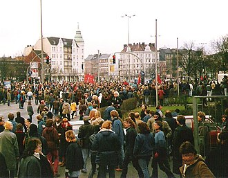 Sternschanze - Demonstration by leftist groups, amongst others for the squatted Hafenstraße houses in neighbouring St. Pauli on 20 December 1986