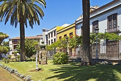 Plaza de la Iglesia Santa Cruz 03.jpg