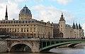 Pont Notre Dame et vue sur la Conciergerie.JPG