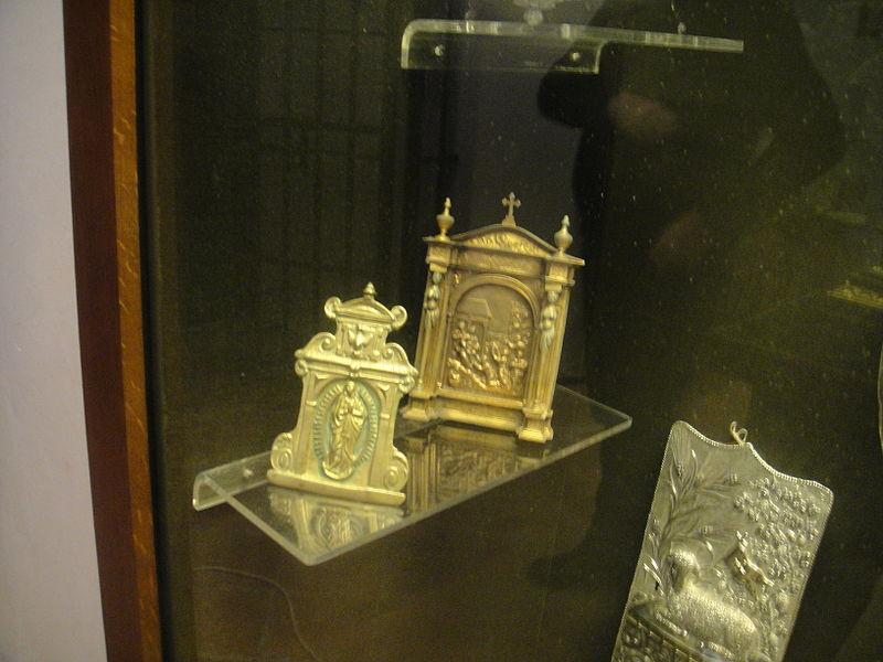 File:Portapaces y portaviático (Tesoro parroquial de Fuente Obejuna).JPG