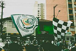 a5b4aedad1 Torcedores do Palmeiras em dia de jogo em frente ao Allianz Parque na Rua  Palestra Itália
