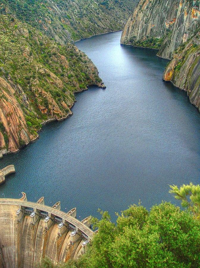 Central hidroeléctrica de Aldeadávila. Vista desde el mirador.