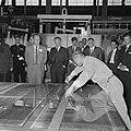 Prins Bernhard Glasfabriek De Maas te Tiel geopend, per treintje over het enor, Bestanddeelnr 916-5208.jpg