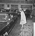 Prinses Beatrix naar Japan Prinses Beatrix wuift naar Prinses Marijke, Bestanddeelnr 914-9899.jpg
