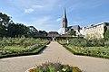 Prinz-Georgs-Garten mit Blick auf Haupteingang.jpg