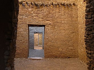 Viga (architecture) - Image: Pueblo Bonito Chaco Canyon (IMG 0738)