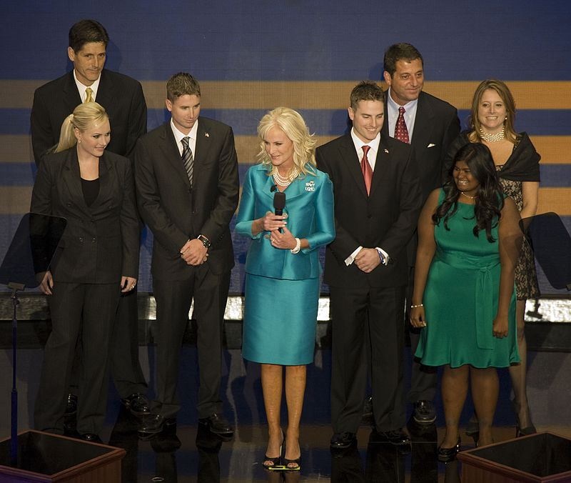 Republican National Convention, September 1-4, 2008. Presidential candidate John McCain%27s family, wife Cindy in the middle in green outfit, St. Paul, Minnesota LCCN2010719276 (cropped1).jpg