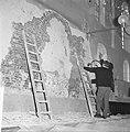 Restauratie Engelse kerk aan Begijnhof. Opdracht Trouw. Stuk muur met dichtgemet, Bestanddeelnr 913-1038.jpg