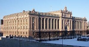 Riksdagshusets fasader mot syd och öst i februari 2011