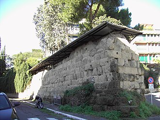 Servian Wall - in via di Sant Anselmo