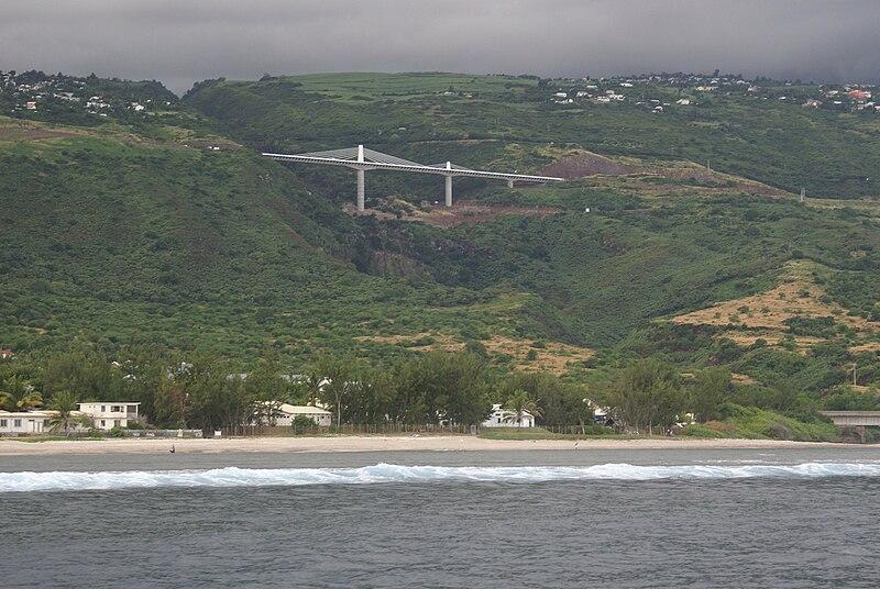 Nos rassemblements : Réunion Island 800px-Road_bridge_over_Ravine_Trois-Bassins