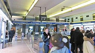 Line B (Rome Metro) - Image: Rome metro 03