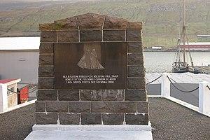 Nólsoyar Páll - Memorial at Fløtan Fríða in Vágur to building of Royndin Fríða there by Nólsoyar Páll and others