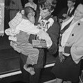 Rudi Carrell heeft de zilveren roos gewonnen. Rudi Carrell met chimpansee Plato , Bestanddeelnr 916-3521.jpg