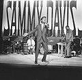 Sammy Davis Jr tijdens optreden in theater Carre, Bestanddeelnr 916-2012.jpg