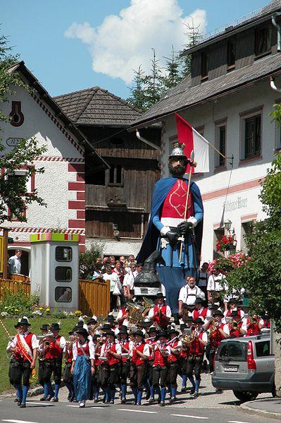 File:Samson-ramingstein-mit-kapelle-2.jpg