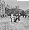 Schaatsen op tennisbanen aan de Kattenlaan te Amsterdam, Bestanddeelnr 914-6405.jpg