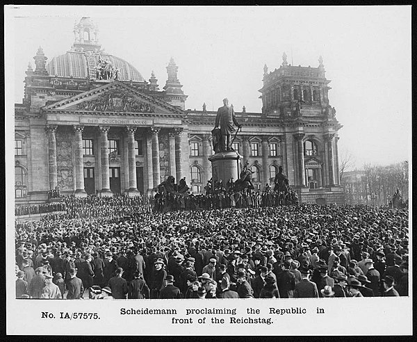 Scheidemann proclaiming the Republic in front of the Reichstag (4688558376)