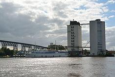 Schleswig-Holstein, Hochdonn, Fähranleger am N-O-Kanal; das Motorschiff Brahe lag dort als Hotelschiff für Wacken Open Air 2015 NIK 5441.jpg