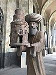 Sculpture devant le musée d'histoire à Erevan.JPG