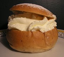 Swedish festivities wikipedia a semla eaten from fat tuesday until easter negle Image collections