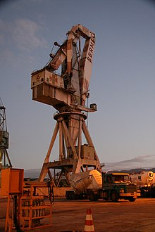 Crane (machine) - Wikipedia, the free encyclopedia