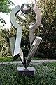 Skulptur Witzlebenstr 9 (Charl) Versuch einer Balance&Volkmar Haase&1990.jpg