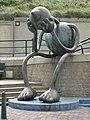 """Skulptur am Parkplatz. Mein Titel, """"Kopfschmerzen"""" - panoramio.jpg"""