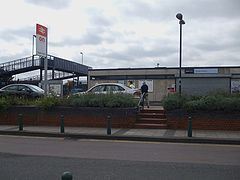 Slade Green stn main entrance.JPG