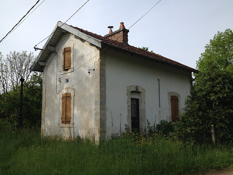 Ligne de Triguères à Surgy: maison de garde-barrière de Fougilet.