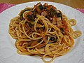 Spaghetti with bacon and spinach (3299276042).jpg