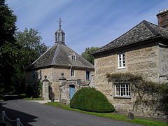 Stables at Denton House (geograph 2056599).jpg