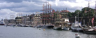 "Stadsgården - Stadsgårdhamnen during ""The Tall Ships' Races"" on 28 July 2007 can give an impression about how the wharf looked like in the 18th century."
