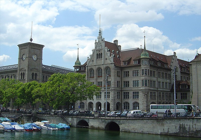 Datei:Stadthaus Fraumuensterpost.jpg