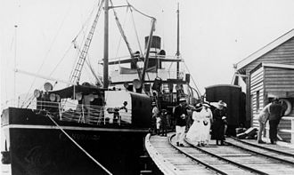 Port Douglas Wharf - The ship Kuranda at Port Douglas wharf, 1917