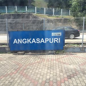 Angkasapuri Komuter station - Image: Station Angkasapuri