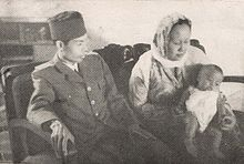 Sudirman His Wife And Youngest Child Kenangan Panglima Letnan Djenderal Soedirman Alfiah With Their Son