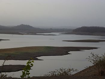 Sunrise at kamleshwar dam reservoir Gir gujarat.jpg