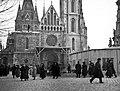 Szentháromság tér és a Mátyás-templom IV. Károly koronázására való készülődés idején. Fortepan 59057.jpg