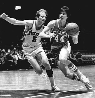 Tom Van Arsdale - Van Arsdale (left) guarding Pete Maravich
