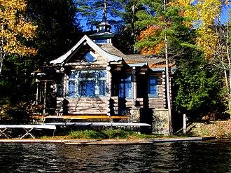 Camp Topridge - Image: Topridge between boathouses