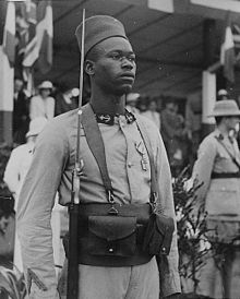 https://upload.wikimedia.org/wikipedia/commons/thumb/5/5b/Trailleurs_senegalais_LOC.jpg/220px-Trailleurs_senegalais_LOC.jpg