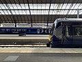 Trains in Glasgow Queen Street station 07.jpg