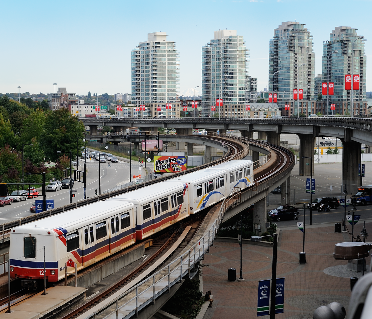 Vancouver Bc Canada: File:TransLink SkyTrain Departs Stadium-Chinatown Station