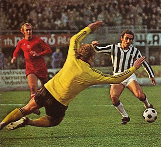 Oscar Damiani - Damiani (right) in action with Juventus, against Ajax Amsterdam, in 1974.